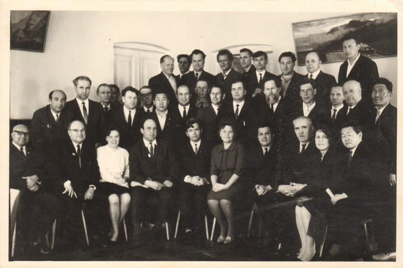 Участники совещания литераторов Дальнего Востока 1970, СССР, г. Хабаровск. В верхнем ряду, третий справа Фотьев Н.И.